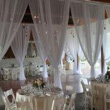 Transmitir y cubrir los contextos de la etapa o la cabina del desfile de moda de la boda