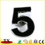 Projetar o emblema relativo à promoção da polícia de Madal do presente