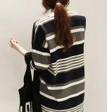 A forma 100% das senhoras do algodão colorida listra o t-shirt confortável ocasional