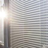 Venster van het Blind van de Korrel van de superieure Kwaliteit het Houten Elektrische