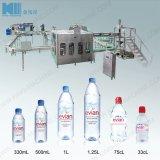 Máquina de Llenado automático de agua mineral.