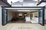 Portes Bifold de main droite de patio en aluminium en verre obscur de pli