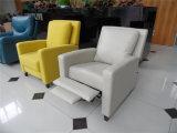 居間の本革のソファー(C462)