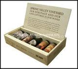 주문을 받아서 만들어진 소나무 포도주는 자연적인 색깔에 있는 전시 상자를 상자에 넣는다