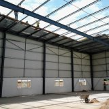 100メートルのスパンが付いている鉄骨構造の倉庫