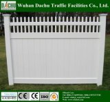 Varias clases de cerca blanca del PVC