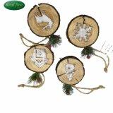 De houten Ornamenten van Kerstmis met het Standbeeld van het Karakter voor Verkoop
