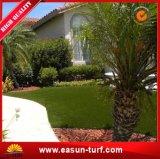 Garten, der künstlichen Rasen mit Gummischutzträger landschaftlich verschönert