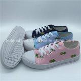 Les loisirs extérieurs d'enfants chaussent les chaussures de toile d'injection (ZL1017-30)