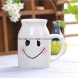 Tazza di ceramica del latte
