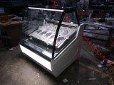 Gelatoのアイスクリームの表示フリーザーかGelatoのケース