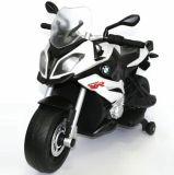 Los niños con licencia de BMW el viaje en motocicleta eléctrica