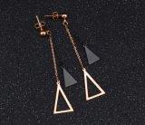 長いイヤリングのチタニウムのローズの金のイヤリングの韓国人の女性をハングさせる黒い三角形の空の球の新しいバージョン