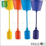 직물 케이블을%s 가진 다채로운 E27 플라스틱 펀던트 램프를 점화하는 천장