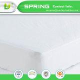防水タケマットレスの保護装置のパッドのベッド・カバーの涼しく快適なクイーンサイズ
