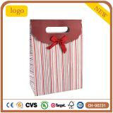 Sacs en papier enduits de cadeau d'art rayé rouge de vacances