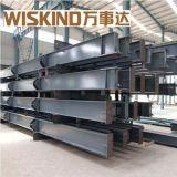 Magazzino metallico della struttura d'acciaio con il disegno della costruzione