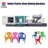 射出成形機械を作る椅子