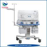 Ospedale ed incubatrice dell'infante del bambino di emergenza medica