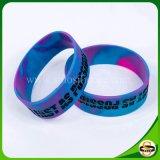 Wristband di gomma su ordinazione variopinto solo con incandescenza nello scuro