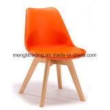 De oranje Ongewapende Decoratieve het Dineren Stoel van de Ontruiming van Stoelen Plastic Zij