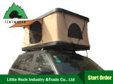 fuori dalla tenda dura di campeggio dell'automobile della parte superiore del tetto delle coperture della famiglia della strada per il giro di scatto di corsa di aria aperta