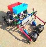 Ligne agricole film plastique des outils deux de semoir de maïs paillant la machine