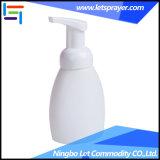 белая пластичная бутылка лосьона винта 60ml