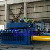 Aparas hidráulicos automáticos do metal que comprimem a máquina (fábrica)