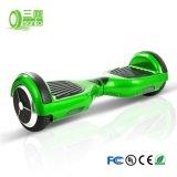 電気スクーターの電気自転車のスマートな情報処理機能をもったバランスのバランスをとる2車輪
