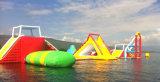 Inflável grande no parque da água de mar
