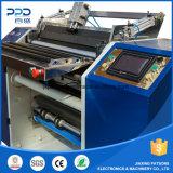 Neue Papier-Rolle des Bargeld-2016, die Rückspulenmaschine aufschlitzt