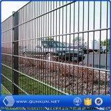 Fonte da fábrica de China galvanizada e de fio dobro revestida do PVC cerca com preço de fábrica
