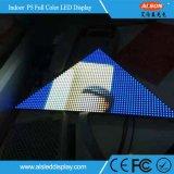 DJ creativo aporrea la pantalla de interior del triángulo P5 LED