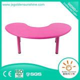Tableau en plastique de meubles de gosses dans la forme de lune