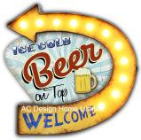 型の装飾の骨董品「上の」のデザイン金属の壁の装飾W/LEDライトの歓迎冷えたビール