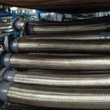 Tubo flessibile ondulato con l'intrecciatura del filo di acciaio