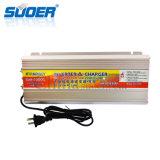 Haute fréquence Suoer 12V à 220V 2000W modifié avec convertisseur de puissance 20un chargeur de batterie (SUA-2000C)