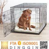 Casinha de cachorro de metal com uma porta