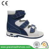 平らなフィートを訂正するためのトマスのかかとが付いている子供の整形治療用靴
