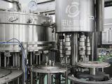 De automatische Vloeibare Machine van het Flessenvullen met het Afdekken van de Lijn van de Etikettering