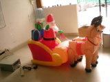 Belle décoration de Noël le père noël gonflable avec des cerfs communs