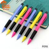 Crayon lecteur de bille en plastique meilleur marché promotionnel pour l'écriture d'élève
