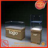 Exposición de madera Boutique delicada Mostrar la tabla contador para almacenar