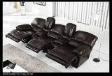 電気リクライニングチェアの映画館の椅子のコンソール黒の実質の革ラウンジのソファー力のリクライニングチェアの椅子