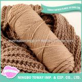 As lãs acrílicas longas da forma aquecem o lenço de confeção de malhas do poliéster