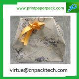Saco de papel feito sob encomenda do presente da forma luxuosa com curva da fita do ouro