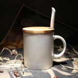 Caneca de café cerâmica da lata reta clássica