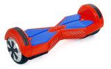 Un auto rosso di 8 pollici che equilibra motorino elettrico con il sacchetto