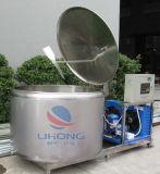 Tanque Enfriador de leche de acero inoxidable con techo abierto.